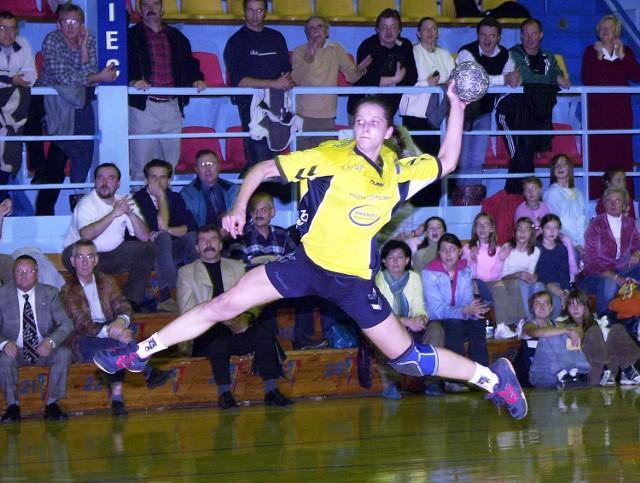 Leworęczna Emilia Rogucka okazała się cennym nabytkiem. Nowa prawoskrzydłowa z meczu na mecz gra coraz lepiej.