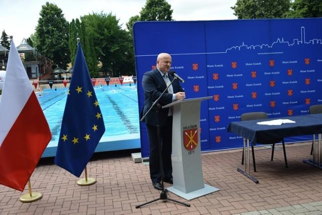 Umowę podpisano na terenie MOSiR. Na basenie odkrytym odbywał się trening UKP FALA Kraśnik oraz zajęcia Aqua Fitness