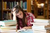 """Jak pokonać stres przed maturą? Jaki rodzaj stresu może być motywujący? Psycholog: """"Nerwy mogą być źródłem pozytywnej energii"""" [poradnik]"""