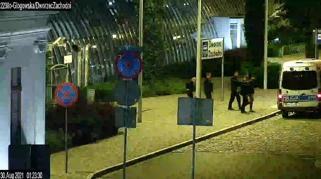 Straż miejska w Poznaniu informuje, ze dzięki spostrzegawczości operatora monitoringu miejskiego, policja zatrzymała mężczyznę, która okradła drzemiącego na przystanku PST Dworzec Zachodni