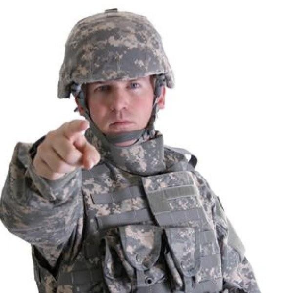 Żołnierze obwiniają ministra Klicha o biurokrację i decyzyjny bałagan panujący w wojsku