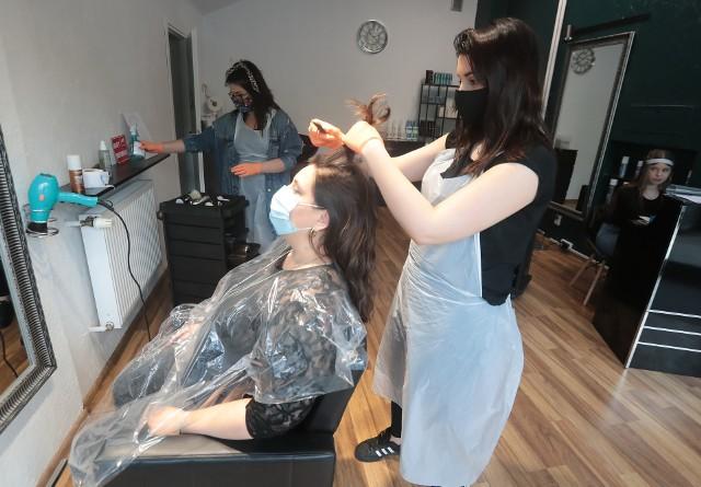 Fryzjerzy i kosmetyczki wracają, ale z wyższymi cenami