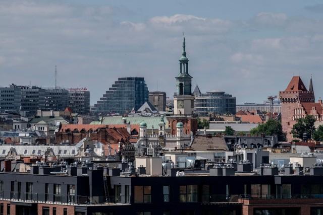 """Poznań jest miastem wyjątkowym, zgodzi się z tym każdy mieszkaniec stolicy Wielkopolski. Postanowiliśmy zapytać naszych czytelników, co ich zdaniem ma Poznań, czego nie ma żadne inne miasto. Jak się okazuje, każdy z nas dostrzega wyjątkowość stolicy Wielkopolski w innym, nie zawsze pozytywnym aspekcie. Oto najpopularniejsze odpowiedzi czytelników """"Głosu"""".Przejdź do galerii ---->"""
