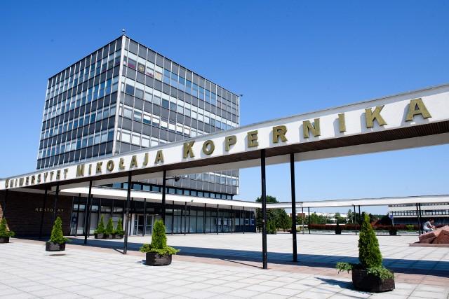 """Uniwersytet Mikołaja Kopernika w Toruniu zajął 5. miejsce w rankingu uniwersytetów w Polsce, przygotowanym przez Fundację """"Perspektywy"""""""