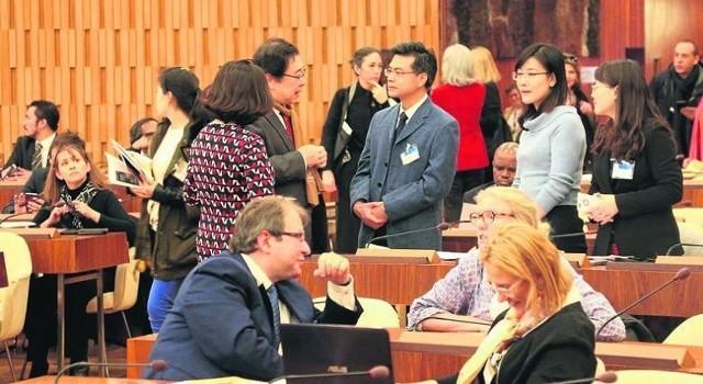 Prof. dr hab. Piotr Stec i dr Alicja Jagielska-Burduk z UO na II Zjeździe Centrów Kategorii II i Katedr UNESCO w Paryżu.