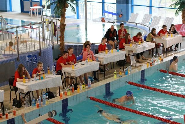 Blisko 350 amatorów pływania pokonało 1257,7 km podczas czwartej edycji 24-godzinnego Maratonu Pływackiego w Łomży.