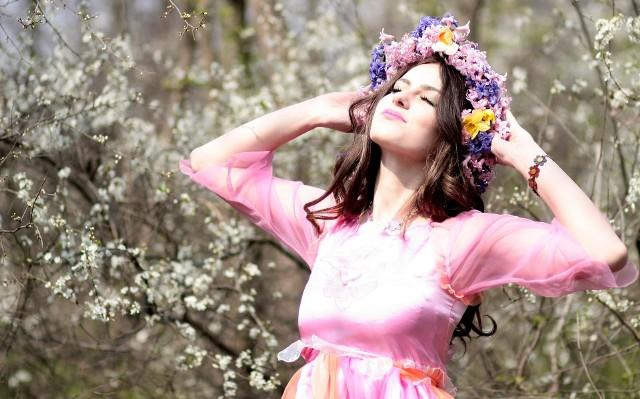 """""""Wiosna, ach to ty!"""" śpiewał w swoim utworze Marek Grechuta. To radosne zawołanie nie jest przypadkowe, bowiem o tej porze roku wszystko budzi się do życia z zimowego snu. Dzięki temu i nam chce się działać i wprowadzać zmiany. Podpowiadamy, jak dobrze wykorzystać tę porę roku. Zobacz też: Sposoby na wiosenne porządki Anny Nowak-Ibisz, Moniki Mrozowskiej i Sebastiana StankiewiczaŹródło: Dzień Dobry TVNPrzeczytaj też:   Magda Gessler w Lubuskiem. Które restauracje odwiedziła restauratorka? [ZDJĘCIA]"""