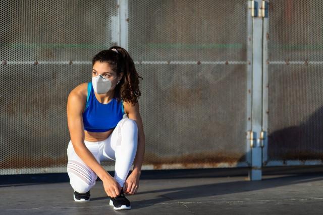 Bieganie i inne intensywne aktywności to samo zdrowie, ale nie w maseczce ochronnej na twarzy!