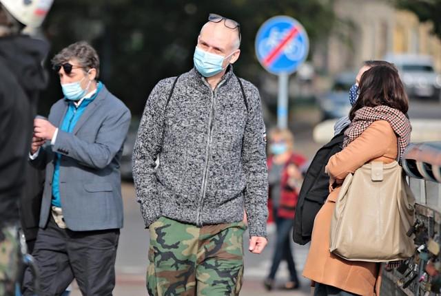 Sondaż: Prawie połowa Polaków uważa, że rząd nie panuje nad pandemią