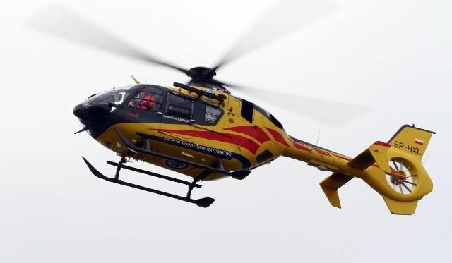 Chłopiec został przetransportowany helikopterem Lotniczego Pogotowia Ratunkowego do szpitala w Łodzi