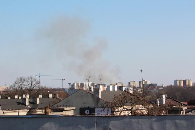 Dym można dostrzec już ze Śródmieścia