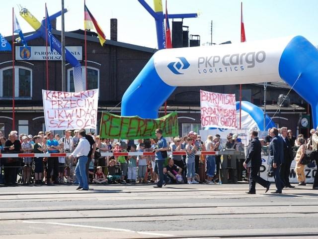 Protesty rodziców szkoły podstawowej z Karpicka