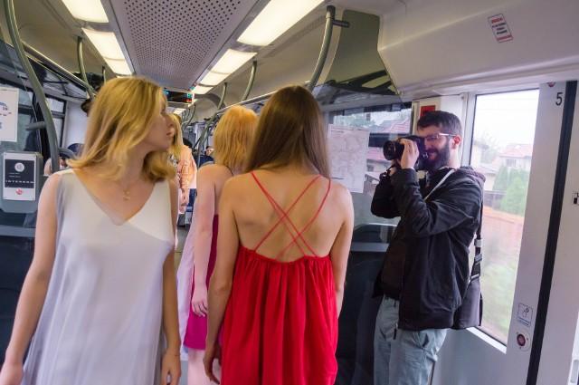Pokaz mody w pociągu Kolei Śląskich