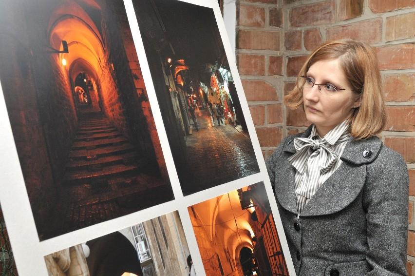 Fotografie z Jerozolimy prezentowane są w sali klubowej świdwińskiego zamku.