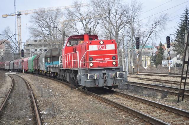 Mieszkaniec Gniezna przeżył zderzenie z pociągiem towarowym