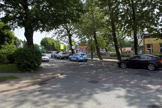 W niedzielę przed godz. 14  doszło  do kolizji  trzech samochodów, które jechały zbyt blisko siebie. Jedna z uczestniczek zdarzenia trafiła do szpitala.