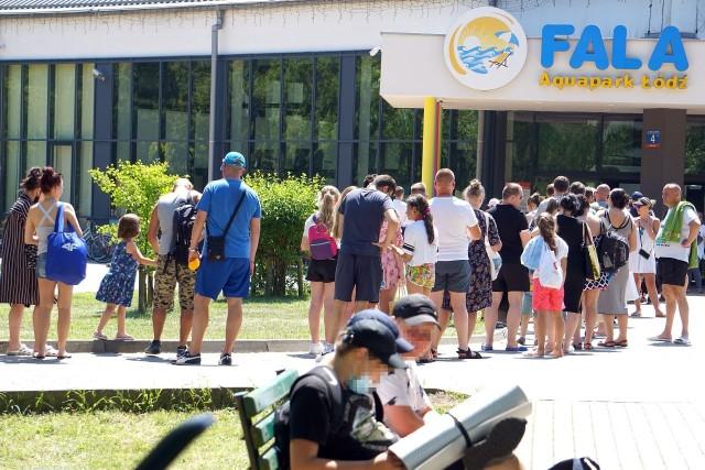 Czy trzeba czekać w kolejce do wejścia na Aquapark FALA? To pytanie w sobotę (19 czerwca) zadaje sobie wielu łodzian, rozgrzanych 30-stopniowym upałem. Odpowiedź na naszych zdjęciach...
