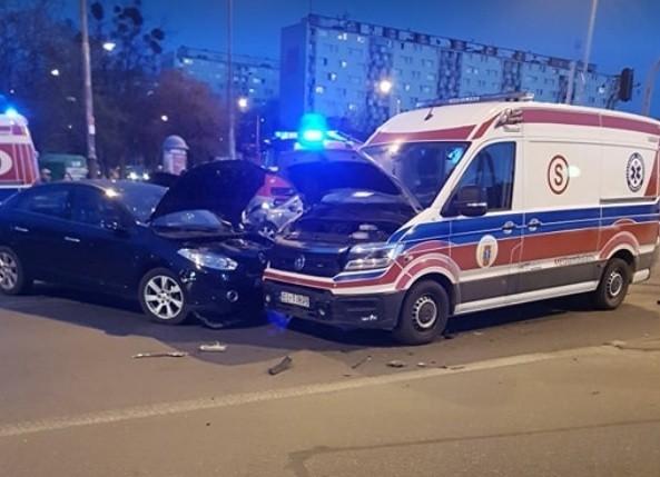 Ratownik medyczny, lekarka i kierowca skody trafili do szpitala w wyniku wypadku, do którego doszło w czwartek wieczorem (ok. 19.30) na skrzyżowaniu ul. Dąbrowskiego i ul. Tatrzańskiej. Czytaj więcej na następnej stronie