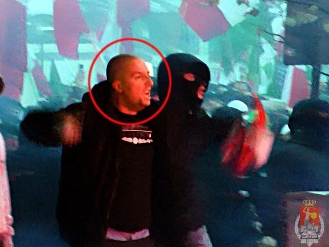 Oto wizerunki chuliganów, którzy 11.11.2012 roku wywołali zamieszki podczas Święta Niepodległości w Warszawie.