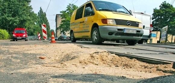 To już drugie zapadnięcie się jezdni na ul. Kolumba w ostatnim czasie. Poprzednie też było związane z budową kolektorów kanalizacyjnych. Na szczęście, nikomu nic się nie stało.