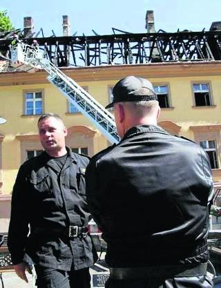 Dach obiektu mocno ucierpiał w pożarze