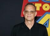 """Tom Hanks apeluje: """"Musimy o siebie dbać. Jakoś to przetrwamy"""". Aktor i jego żona Rita Wilson zakażeni koronawirusem"""