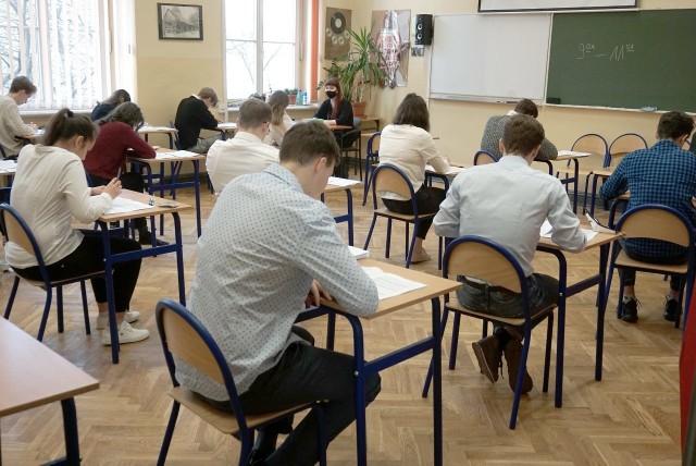Próbna matura 2021 w III LO w Łodzi.