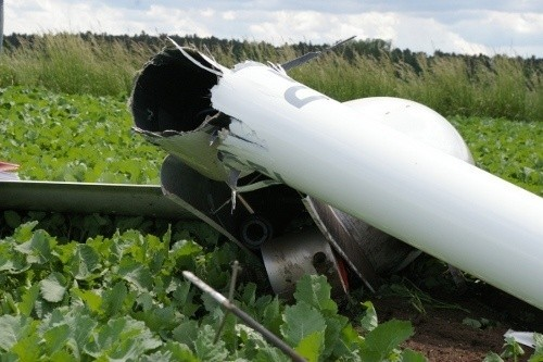 Około godziny 13 nieopodal Leszna rozbił się szybowiec. Pilot wyskoczył ze spadochronem, jest cały i zdrowy.