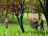 Kraków. Idzie człowiek do parku z psem, a tu żołnierze z karabinami. Spokojnie, to tylko szkolne ćwiczenia [ZDJĘCIA]