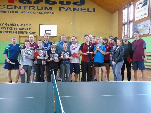 Wśród atrakcji dla dzieci i młodzieży w OSiR w Golubiu-Dobrzyniu są rozgrywki w tenisa stołowego