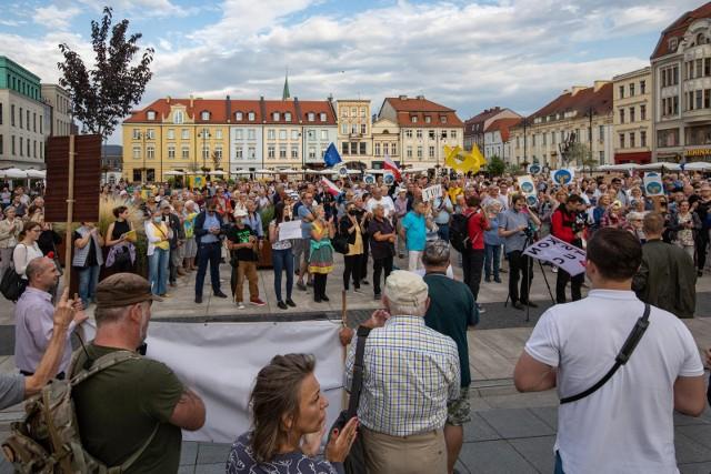 We wtorek w wielu miastach w Polsce odbyły się manifestacje. W Bydgoszczy demonstranci zebrali się na Starym Rynku. Więcej zdjęć w galerii