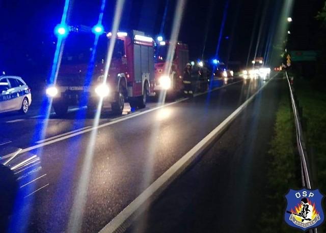 Pasażer zostawił pijanego i rannego kierowcę na jezdni i uciekł z miejsca wypadku