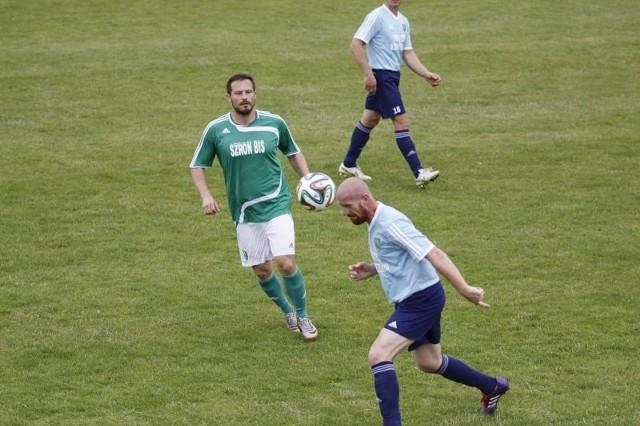 Radosław Szypuła (w zielonej koszulce) otworzył wynik sobotniego spotkania już w trzeciej minucie gry.