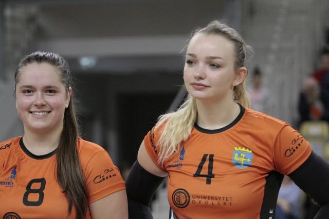 Natalia Czapla (od lewej) i Oliwia Michalak w drużynie Uniwersytetu Opole