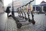 Miejskie e-hulajnogi zakończyły sezon. W Warszawie i innych miastach do dyspozycji wynajmujących jest już 17 tys. pojazdów. Co będzie wiosną