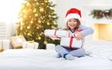 Prezent na Święta dla dziewczynki: co pod choinkę? 10 niebanalnych pomysłów na Boże Narodzenie. Te prezenty ucieszą każde dziecko