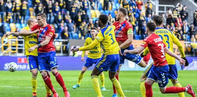 Raków z Arką ostatnio grali ze sobą ponad rok temu w Ekstraklasie. Teraz zmierzą się ze sobą w finale Pucharu Polski