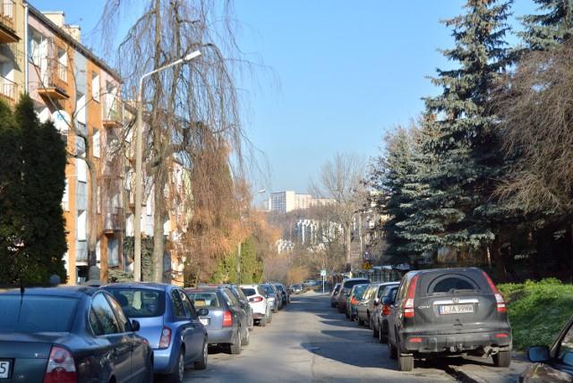Ul. Junoszy ma się stać jednokierunkowa na wysokości bloków nr 47 i 49 - ruch w stronę ul. Ćwiklińskiej