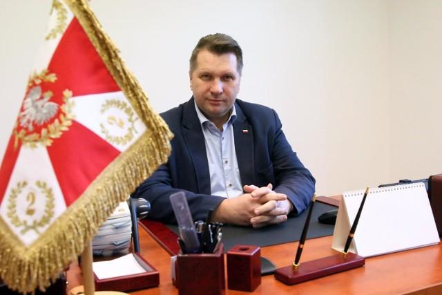 Minister edukacji Przemysław Czarnek firmuje projekt ustawy o Narodowym Programie Kopernikańskim. Zaprzecza, że zakłada on likwidację PAN
