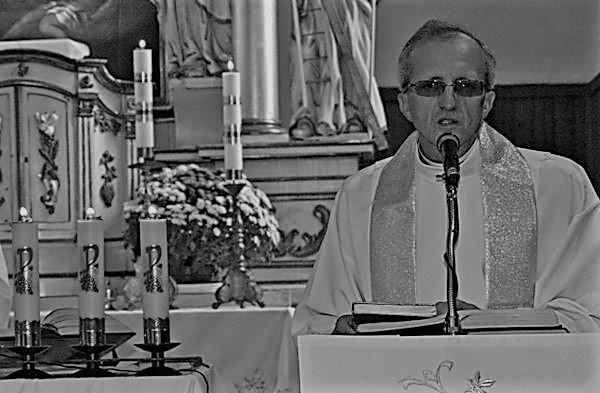 Ksiądz Marek Lach był długoletnim proboszczem parafii w...