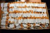 Ostrołęka: Celnicy i pogranicznicy zrobili nalot na mieszkanie i znaleźli 1500 paczek nielegalnych papierosów (zdjęcia)
