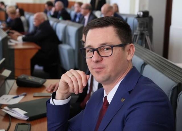Sergiusz Kmiecik opuścił klub radnych PiS i przeszedł do Forum Jacka Sutryka Wrocław Wspólna Sprawa.