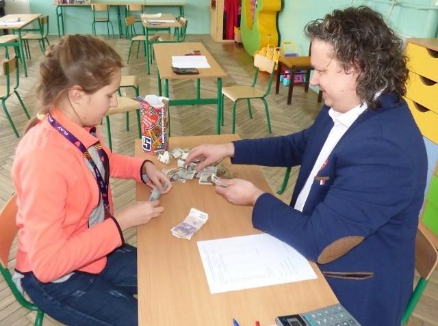 Kazimierza liczyła głównie banknoty: na wagę nowego rekordu.