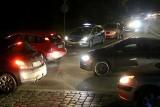 Nocny protest kierowców we Wrocławiu. Zablokowali... pustą drogę [ZDJĘCIA]