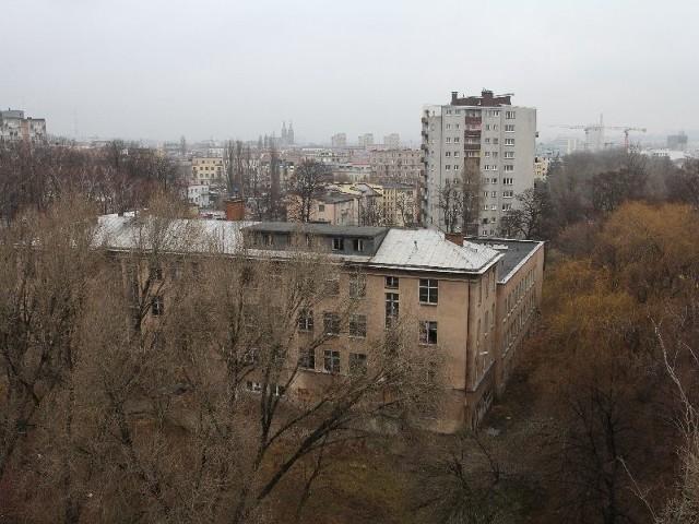 W tym miejscu między ulicą Chęcińską a biskupa Kaczmarka powstanie Osiedle Parkowe. (fot. Łukasz Zarzycki)