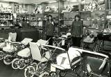 Zakupy w PRL. Tak wyglądały kiedyś sklepy w Opolu i okolicznych miastach [ARCHIWALNE ZDJĘCIA]