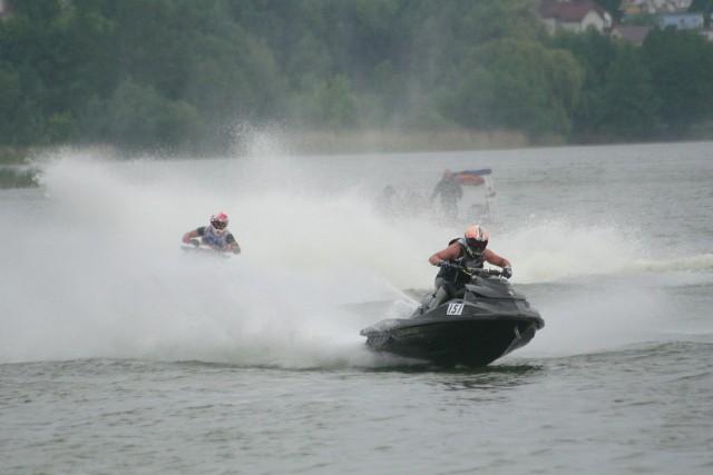 Wyścigi skuterów wodnych na Dużym Jeziorze w Żninie.