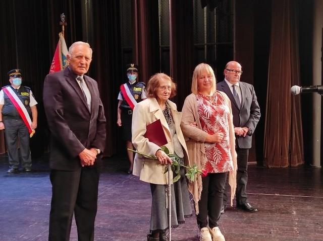 Podczas uroczystej sesji Rady Miasta w Oświęcimskim Centrum Kultury wręczone zostały Medale Miasta i nagrody dla osób wyróżniających się w działalności kulturalnej, społecznej i sportowej