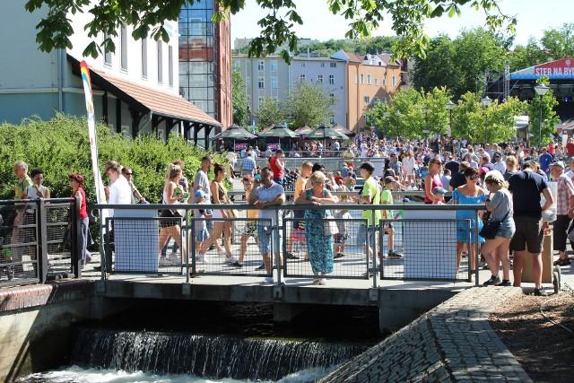W sezonie Bydgoszcz odwiedzają tłumy przyjezdnych. Czyżby większe niż w Toruniu? Tak przynajmniej wynika z ostatnich badań ruchu turystycznego