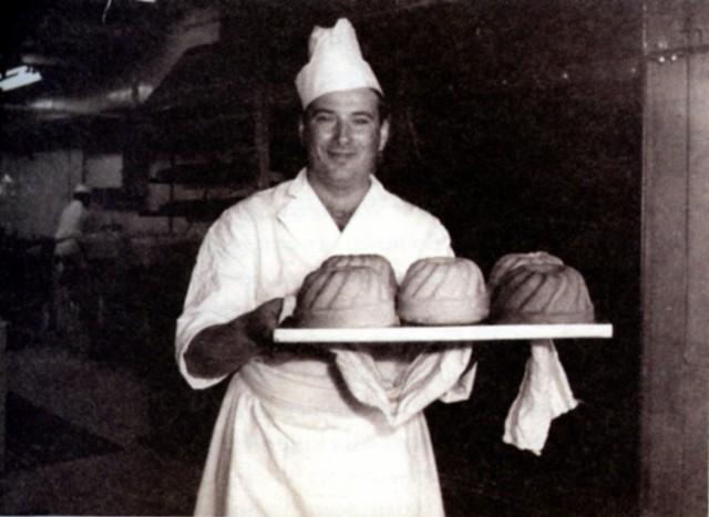 Stefan Przebindowski w cukierni hotelu Cracovia. Lata siedemdziesiąte XX wieku
